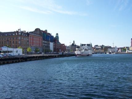 Canal principal y puerto deportivo o Suellshamnen