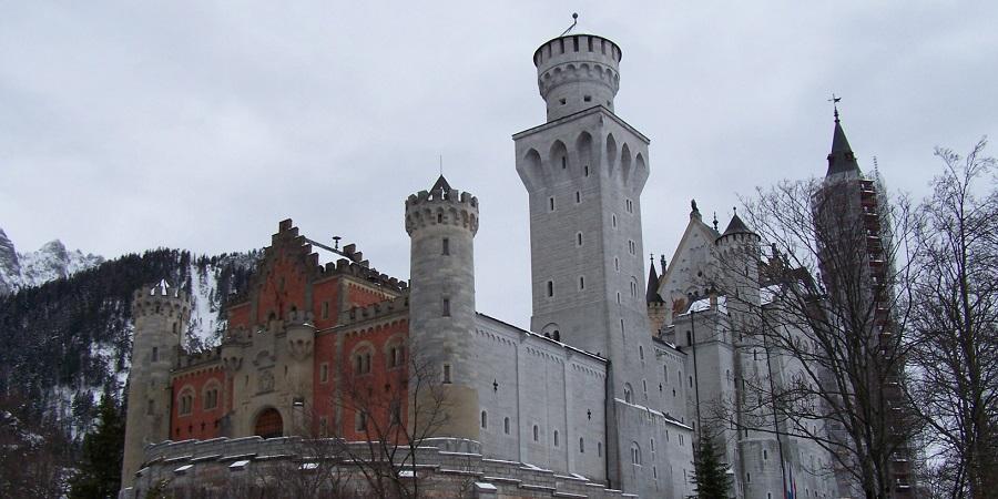 Castillo de Neuschwanstein, cerca de Füssen, en Baviera, y erigido por Luis II de Baviera, inspirador del logotipo de Disney