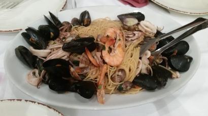 Spaghetti alle vongole, o espaguetis con mejillones y marisco