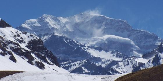 Cima del cerro Aconcagua, techo de América, en los Andes argentinos