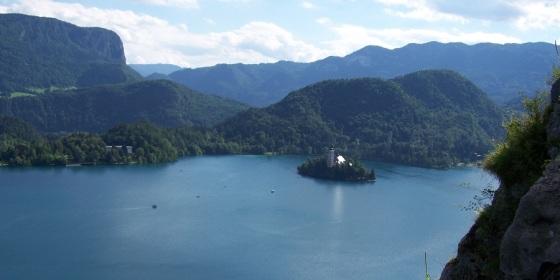 Bled, con su lago y su isla, es la postal más conocida de los Alpes Julianos de Eslovenia