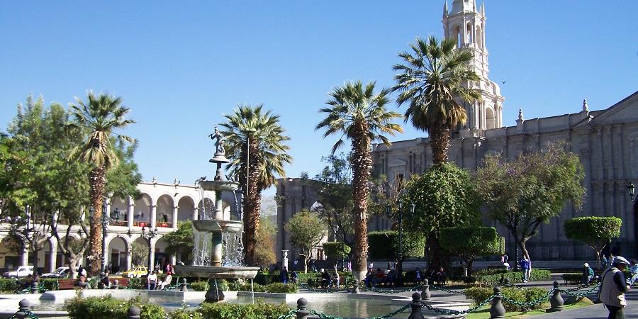"""Plaza de Armas de Arequipa, la """"Ciudad Blanca"""" de Perú"""
