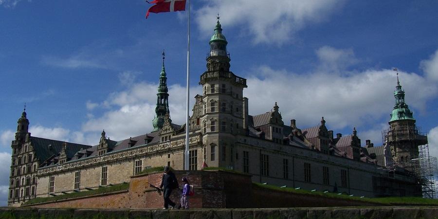 El Kronborg Slot o castillo de Hamlet, en el lado danés del estrecho de Öresund, Helsingor