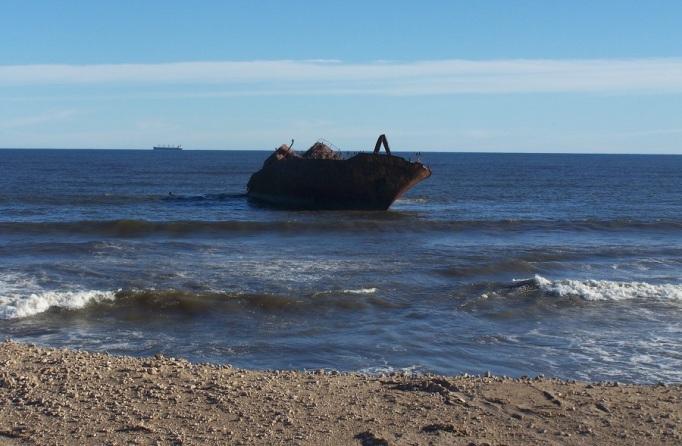 Barco hundido en Costa Bonita