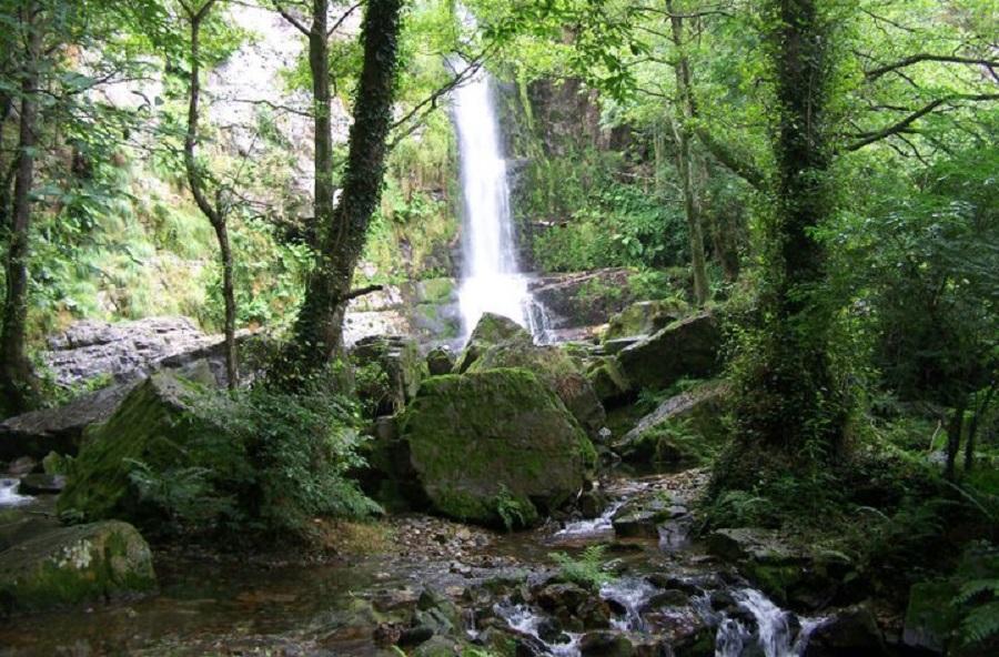 Firbia, cascada mayor de las cascadas de Oneta, en Villayón, Asturias