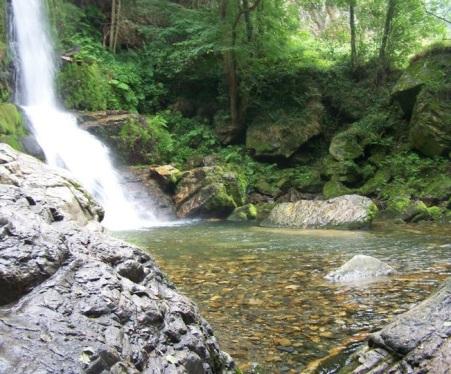 Poza de las cascadas de Oneta