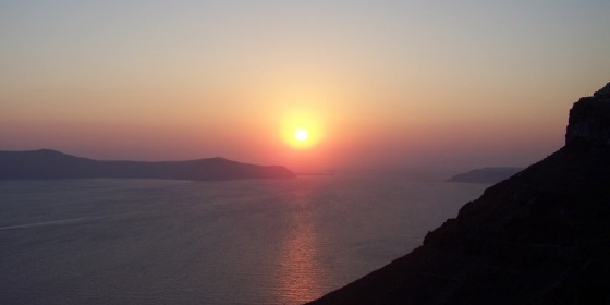 Atardecer tras la caldera de Santorini desde Fira