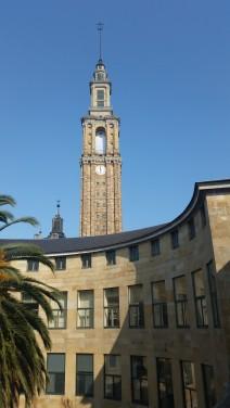 Torre de la Universidad Laboral desde el circular Convento de las Clarisas