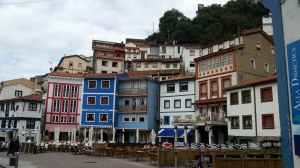 Plaza y terrazas de Cudillero