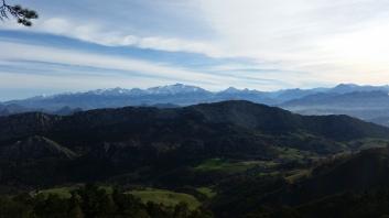 Picos de Europa y valles de Parres desde El Fitu