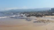 Sector oriental de La Isla, en bajamar, con El Barrigón al fondo