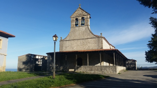 Iglesia prerrománica de Santiago de Gobiendes, en Colunga