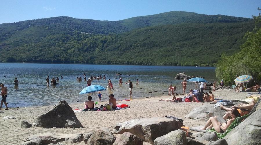 Playa de Custa Llago en el lago de Sanabria