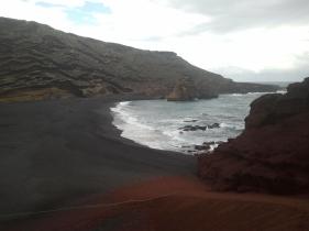 Playa negra de El Golfo, ante la Laguna Verde