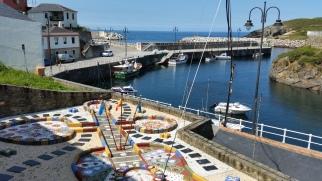 Guitarra esculpida en la bocana de Puerto de Vega