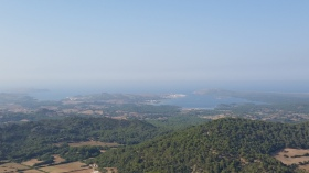 Desde Monte Toro, Fornell y, a su izquierda, el golfo de las Playas de Fornell