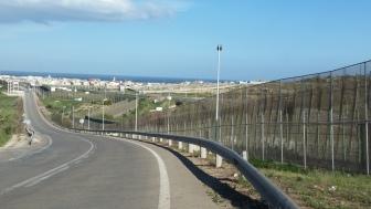 Valla de Melilla cerca del paso de Beni Anzar por el lado español