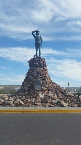 Monumento al indio tehuelche, Madryn