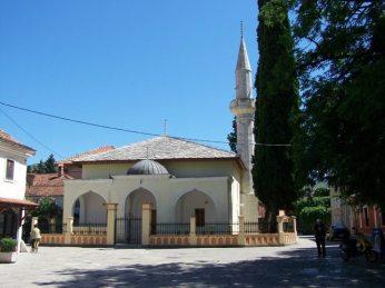 Mezquita y plazuela en Trebinje