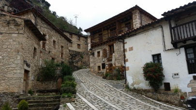 Calle empedrada de Orbaneja