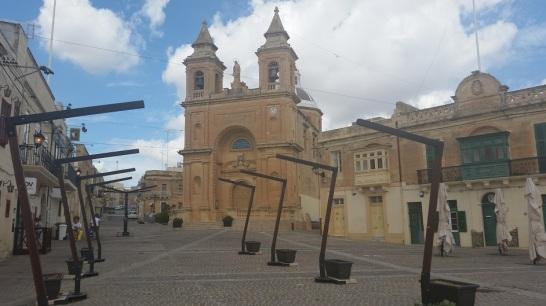 Plaza e iglesia de Marsaxlokk