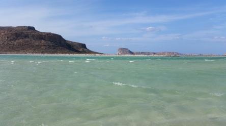 Laguna de Balos con oleaje producido por el fuerte viento