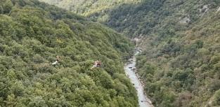 Tirolina sobre el río Tara, a la altura de Durdevica