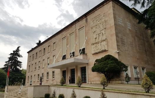 Residencia primer ministro, cerca de la plaza Madre Teresa