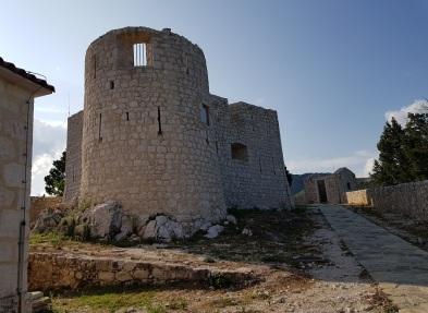 Castillo de Besac, a orillas del Lago Skadar