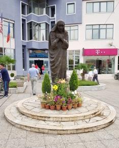 Estatua de la Madre Teresa en Shkodër