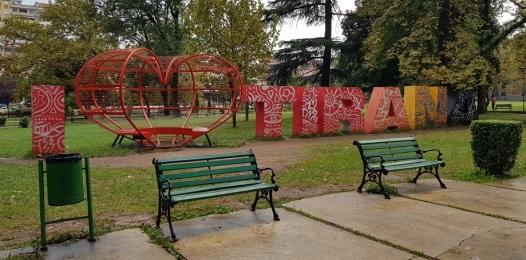 """""""I love Tirana"""", parque Rinia"""