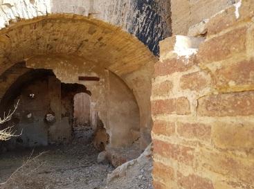 Interior de uno de los edificios abandonados