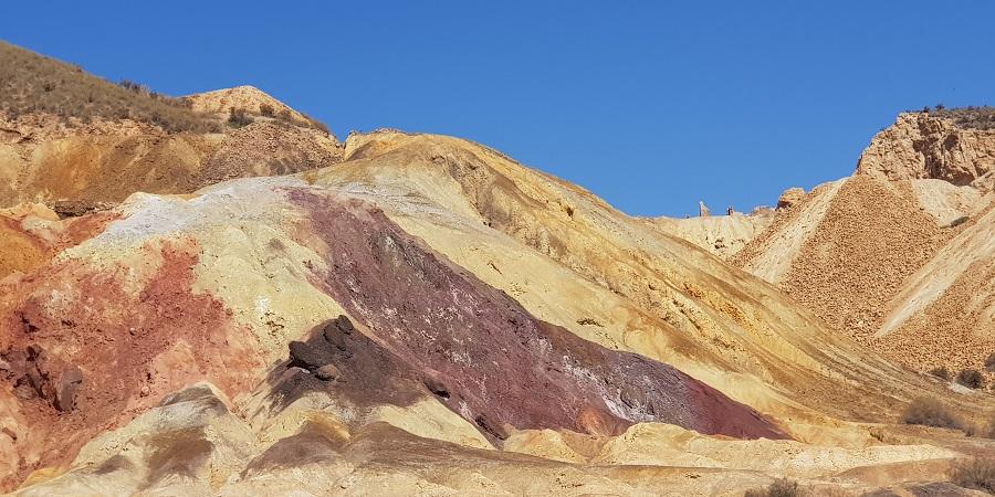Escombrera de entrada a las minas de Mazarrón, colores de Marte o como el Cerro de los Siete Colores, Murcia