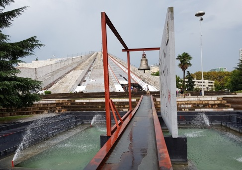 Pirámide homenaje a Hoxha