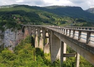 Durdevica, sobre el Tara, el puente más alto de Europa (160 metros)
