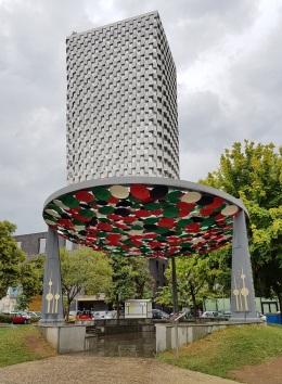 Tid Tower, edificio más alto de Tirana, y monumento a la amistad con Kuwait