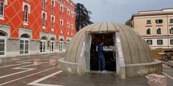 Museo de los búnkeres, Bunk'Art, al lado de la plaza de Skënderbej, Tirana, capital de Albania