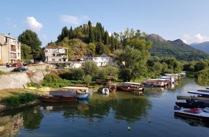 Zona de ocio acuático del Lago Skadar, cerca del castillo Besac