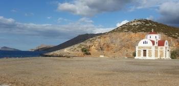 Agios Fotiní sobre la bahía de Pacheia Ammos