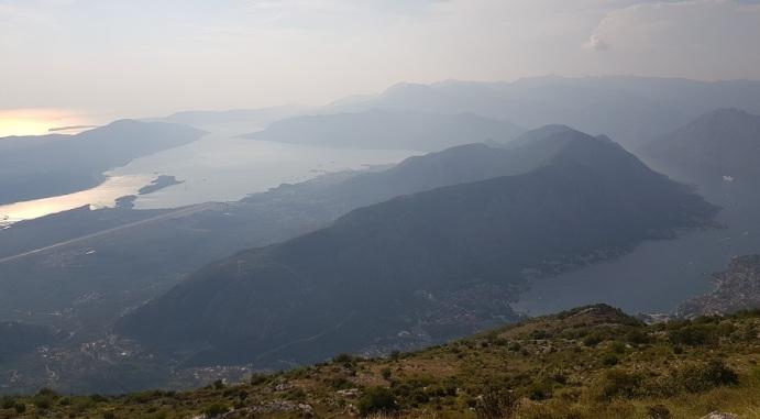 Atardecer sobre las Bocas de Kotor desde Lovcen