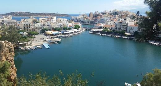Agios Nikolaos con su lago salado Voulismeni