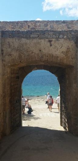 Acceso a la playa de Spinalonga