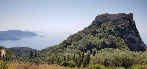 Castillo de Angelocastro frente a la bahía de Paleokastritsa