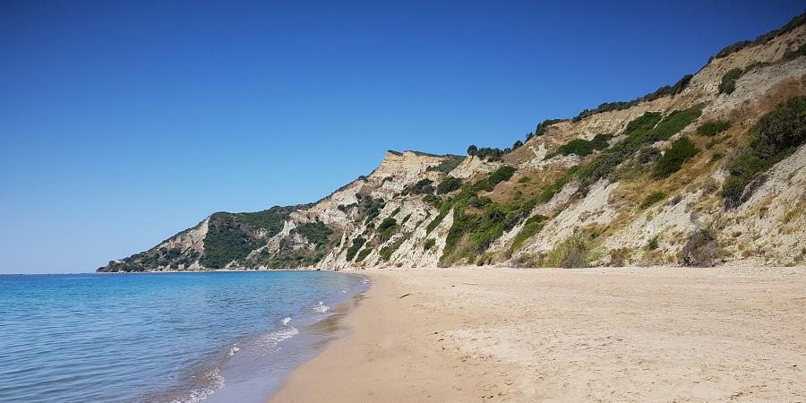 Playa de Arkoudillas, recóndita en el sur de la isla, la más hermosa de Corfú