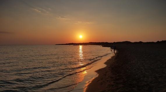 Atardecer en la playa de Issos