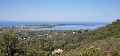 Lago Korission desde la carretera a Chlomos