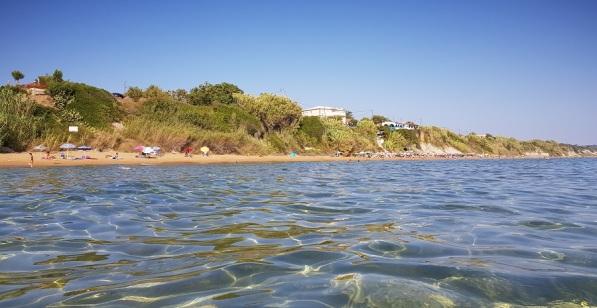 Playa de Lakkiess o Malibu, en Agios Georgios del sur