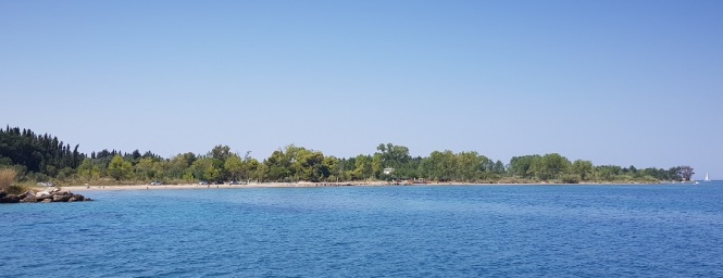 Playa de Skaloma desde el puerto de Lefkimmi