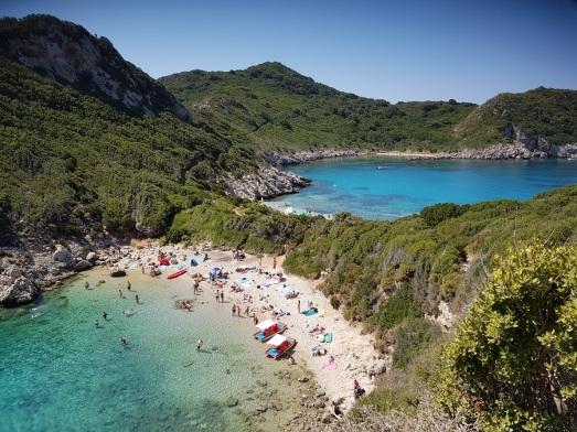 Detalle de ambas playas de Porto Timoni