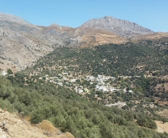 Pueblo de Ano Rodakino, desde donde parte la garganta de Sykia
